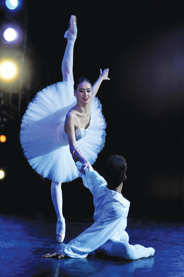 Greenwich & Docklands International Festival - Jia Zhang & Junor Souza in Suite en blanc - Photo Annabel Moeller