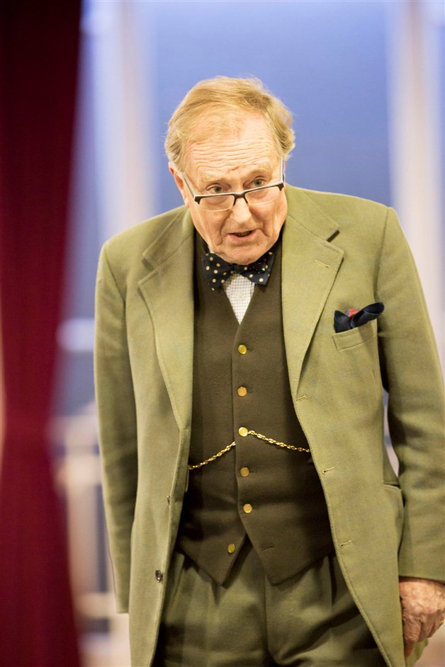The Audience - Robert Hardy in rehearsals for The Audience, photo by Johan Persson