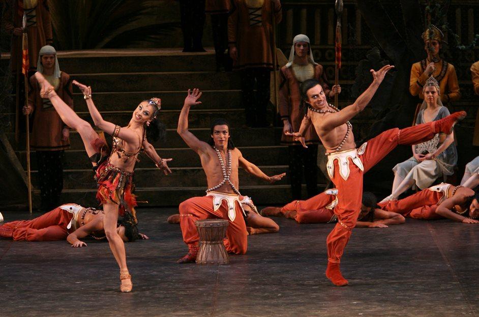 The Bolshoi Ballet: La Bayadere - Anna Antropova, Denis Medvedev, Georgy Geraskin, photo Andrei Melanin