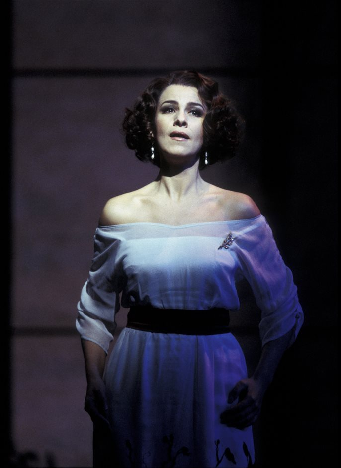 La Rondine - La Rondine, Angela Gheorghiu as Magda de Civry, photo by Catherine Ashmore