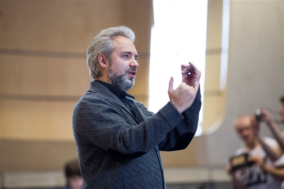 Charlie and the Chocolate Factory - Director Sam Mendes in rehearsal for Charlie and the Chocolate Factory. Picture by Helen Maybanks