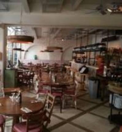 Ostuni Restaurant - Queens Park