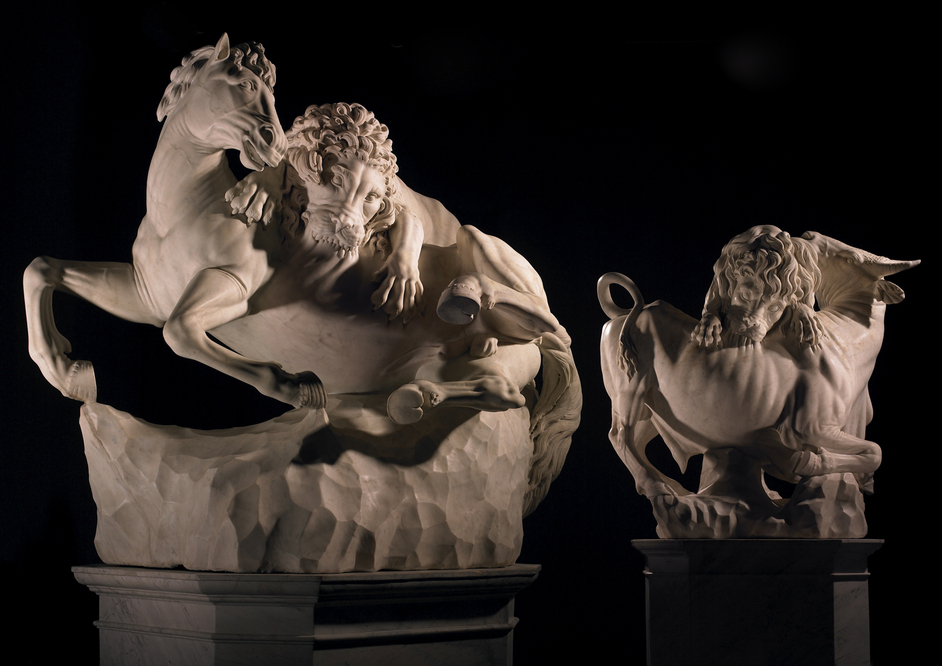 Frieze Masters - Giovanni Battista Foggini (1652-1725) and workshop (attributed to) A pair of monumental marbles on original bases of a Lion and a Horse and a Lion and a Bull White marble Lion and Horse