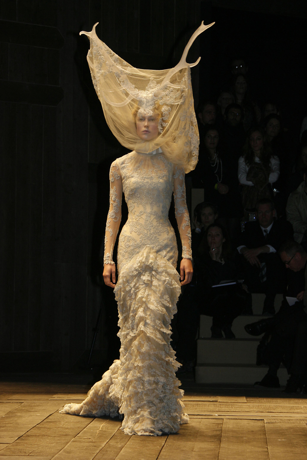 Alexander McQueen: Savage Beauty - Michel Dufour/Alexander McQueen A/W RTW 2006/Getty Images