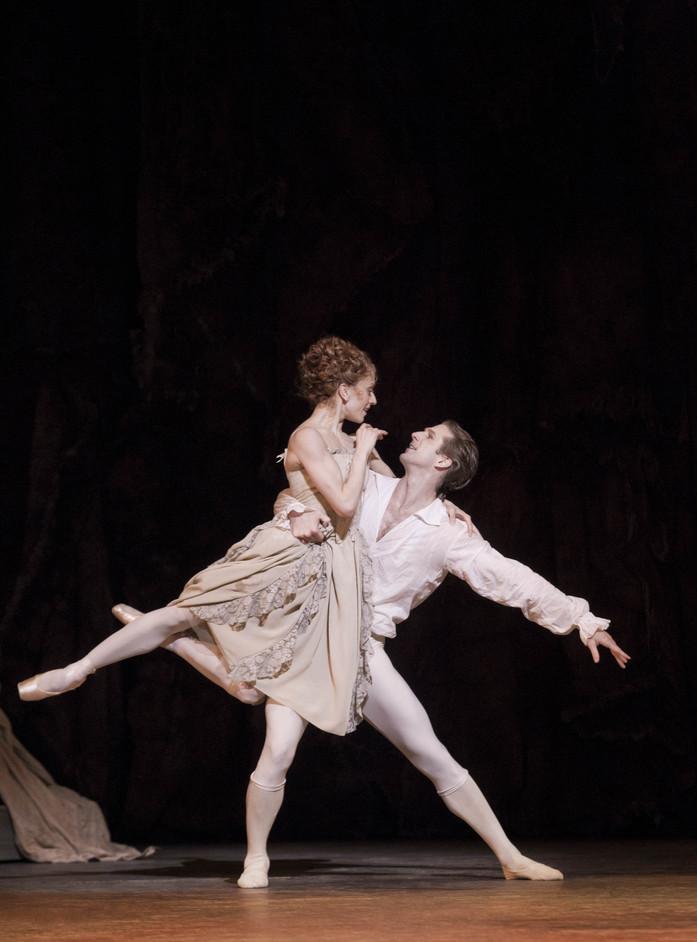 The Royal Ballet: Manon - Marianela Nunez and Nehemiah Kish in Manon. Photo Johan Persson, ROH