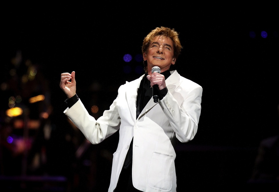 Barry Manilow - Barry Manilow, Amway Center, Orlando, FL, 2011 (Jacob Langston/Orlando Sentinel)
