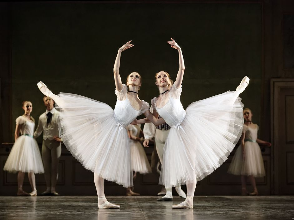 Royal Danish Ballet: Soloists and Principals - L-R: Susanne Grinder and Kizzy Matiakis in The Conservatory (c)Costin Radu