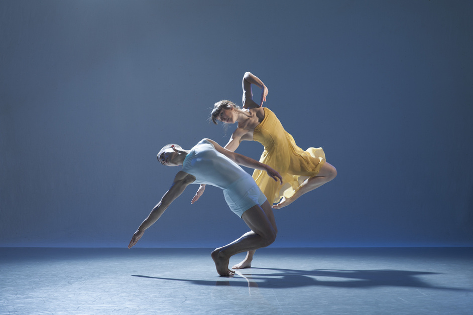 Richard Alston Dance Company: Rejoice in the Lamb (Burning | Nomadic | Madcap) - RADC, dancers Liam Riddick and Oihana Vesga Bujan, image Chris Nash
