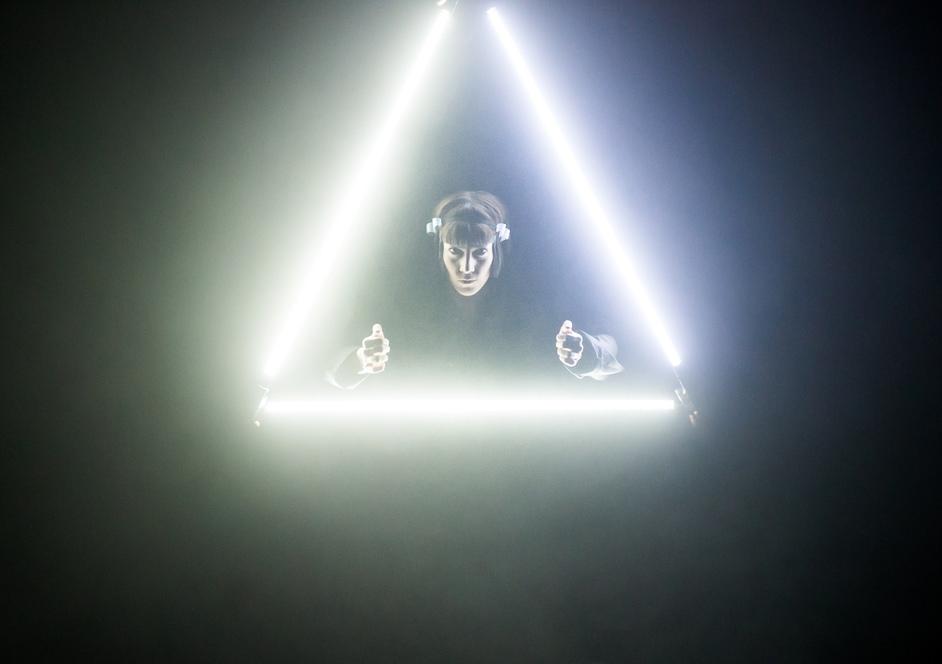 London International Mime Festival - Theatre Ad Infinitum, LIGHT (c) Alex Brenner