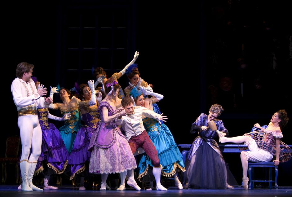 Dutch National Ballet: Cinderella - Photo by Angela Sterling