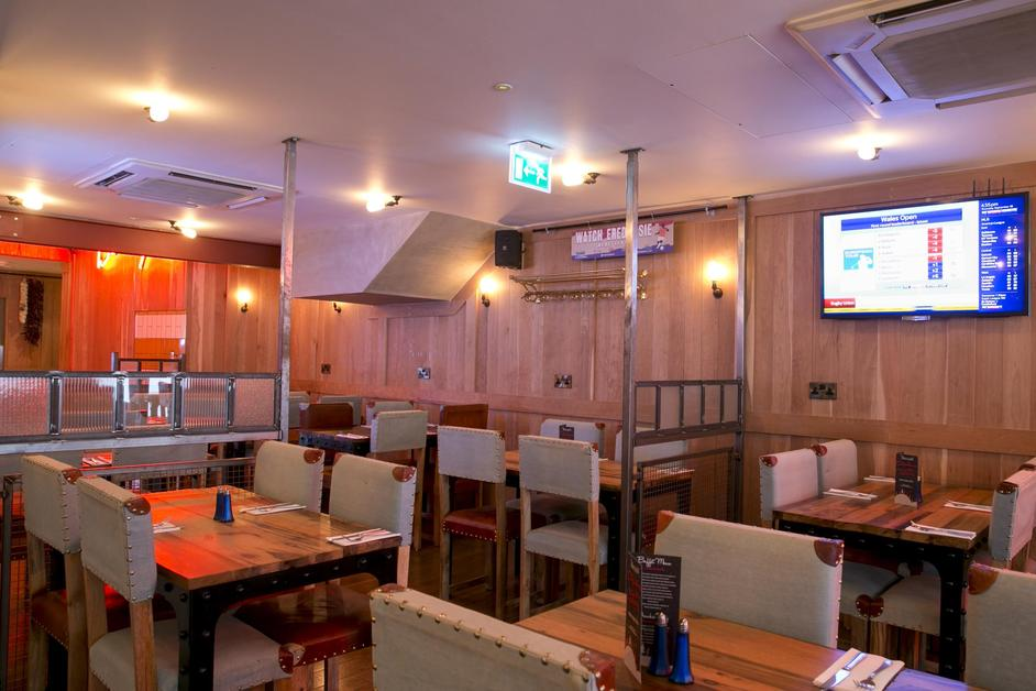 Sports Bar & Grill - Piccadilly Circus