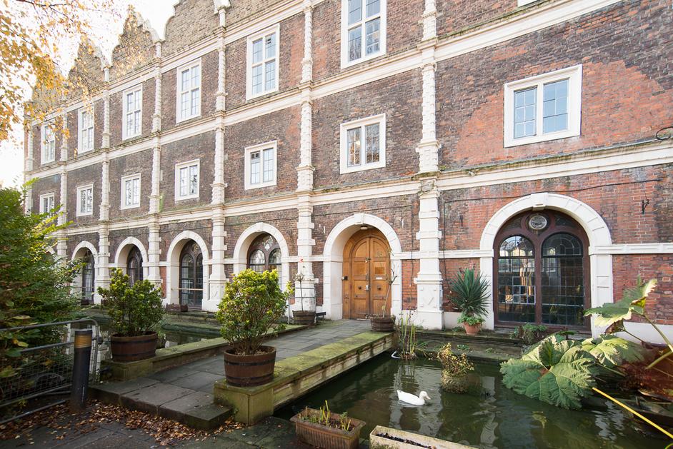 Hotels Near Parliament Street London