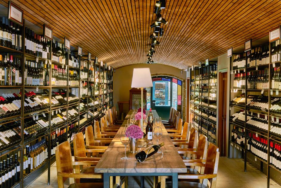 Le Pont de la Tour - Cellar - Wine Tasting