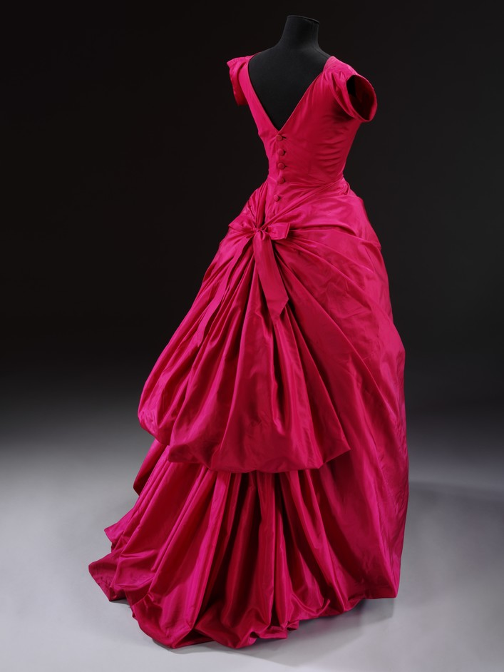 Balenciaga: Shaping Fashion - Silk taffeta evening dress, Cristobal Balenciaga, Paris 1954 (c)Victoria and Albert