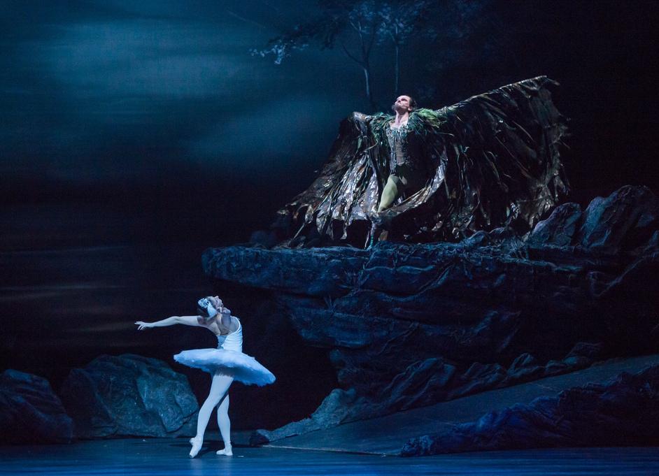 Swan Lake - Alina Cojocaru and Alejandro Virelles. Photography by ASH