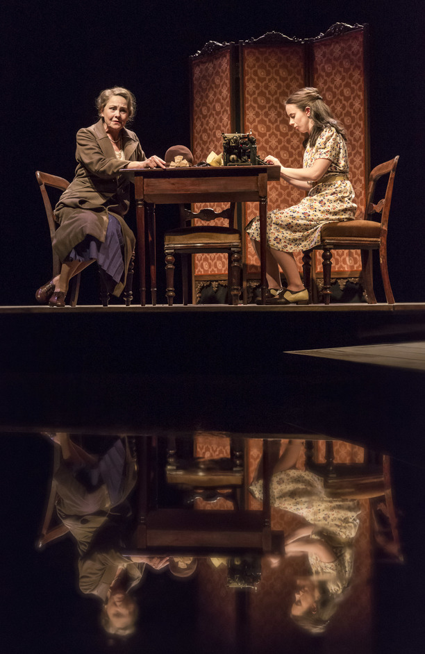 The Glass Menagerie - Cherry Jones and Kate O'Flynn in The Glass Menagerie. Photo: Johan Persson