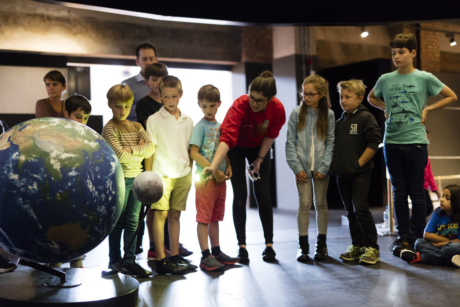 Wonderlab: The Statoil Gallery - Orbits - An Explainer gives a live demonstration. Plastiques Photography