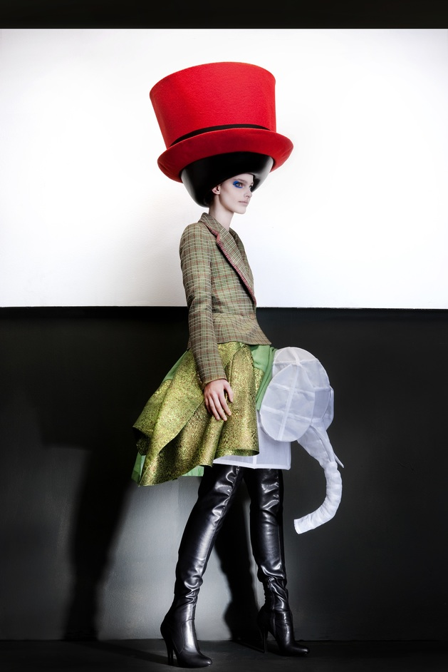 The Vulgar - Walter Van Beirendonck. Hat Stephen Jones (c) Ronald Stoops