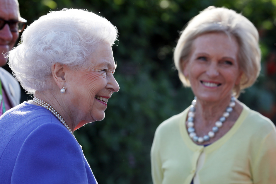 RHS Chelsea Flower Show - Queen Elizabeth and Mary Berry, RHS Chelsea Flower Show, 2017 © RHS / Luke MacGregor