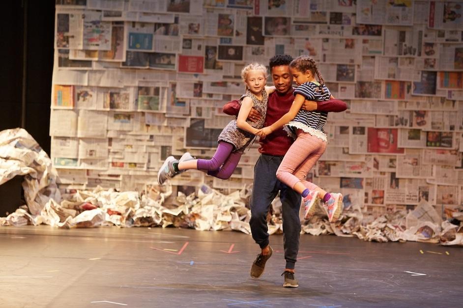 Fevered Sleep: Men & Girls Dance - Photo by Matthew Andrews