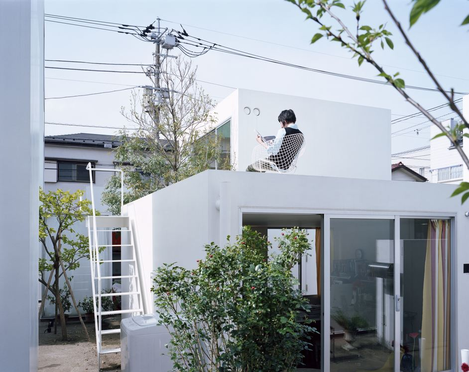 The Japanese House: Architecture and Life After 1945 - Office of Ryue Nishizawa, Moriyama House, 2005 (c) Takashi Homma