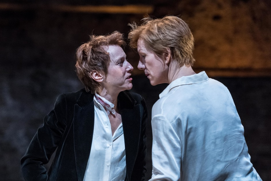Mary Stuart - Lia Williams and Juliet Stevenson. Photo by Manuel Harlan