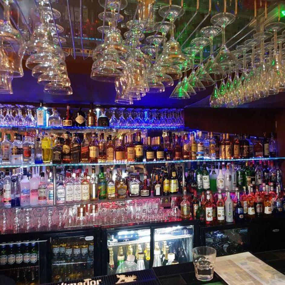 Louies Bar