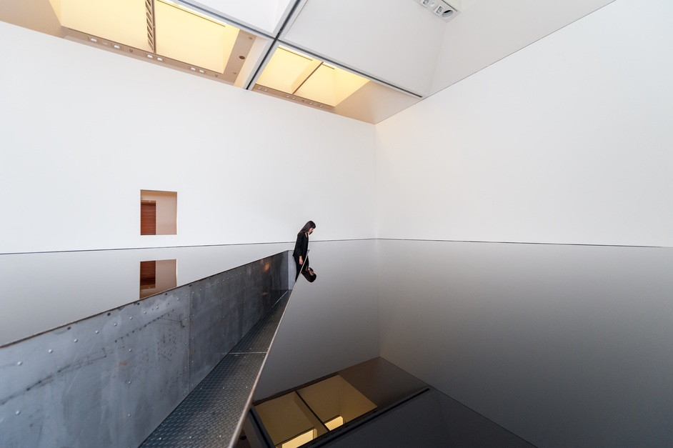 Space Shifters - Richard Wilson, No Numbers, 2013. Photo: Eiji Ina
