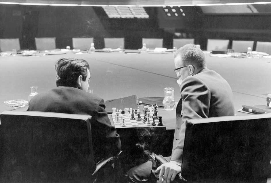 Stanley Kubrick: The Exhibition - Stanley Kubrick and George C. Scott playing chess in the War Room, in a break during filming of Dr. Strangelove, directed by Stanley Kubrick (1963-64). Production photo © Sony/Columbia Pictures Industries Inc.