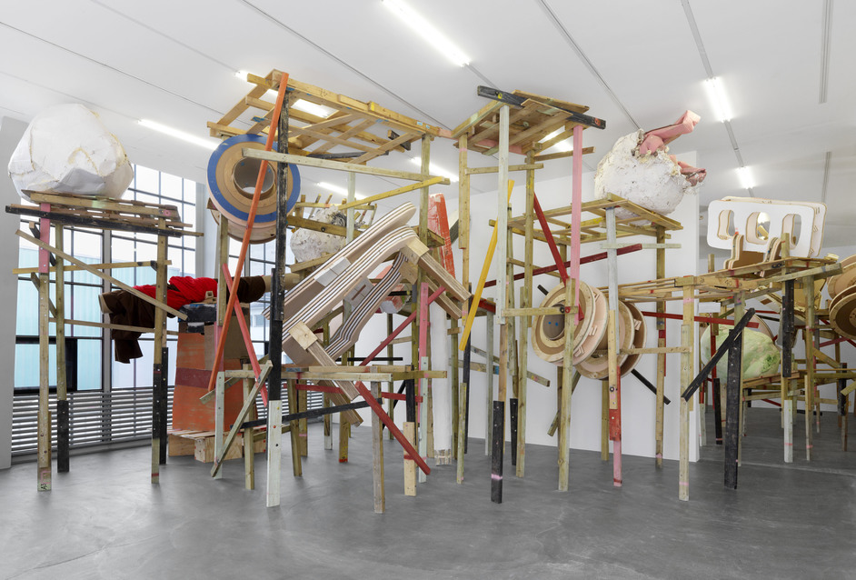 Phyllida Barlow - Phyllida Barlow, demo, Kunsthalle Zu?rich, Zurich, Switzerland, 2017. Courtesy the artist and Hauser & Wirth. © Phyllida Barlow. Photo: Annik Wetter Photographie