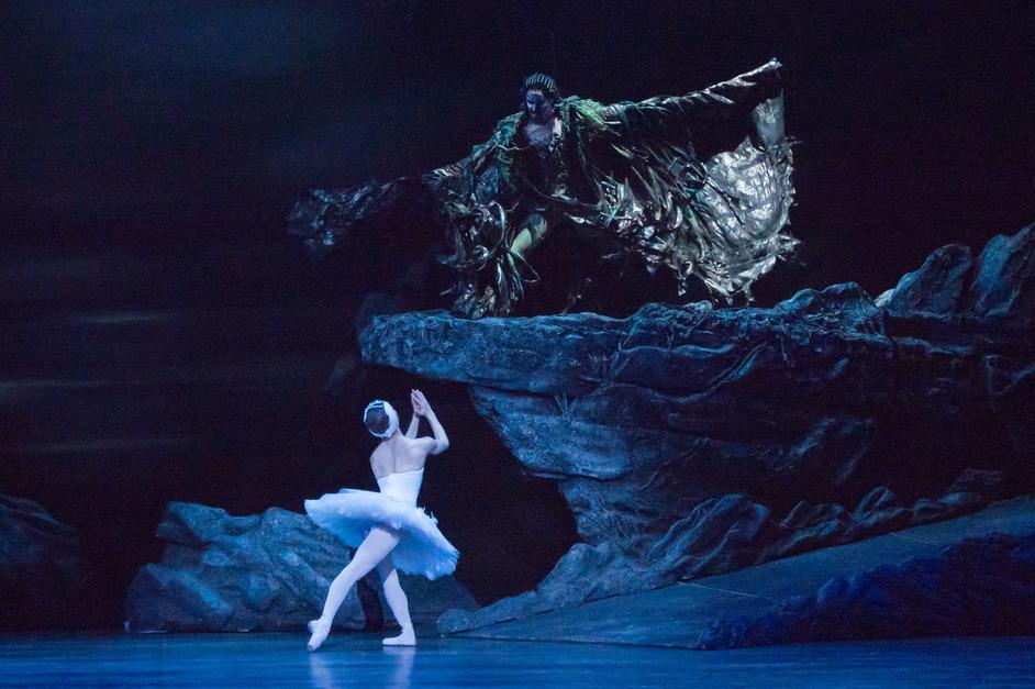 English National Ballet: Swan Lake - Alina Cojocaru and James Streeter. Photography by ASH