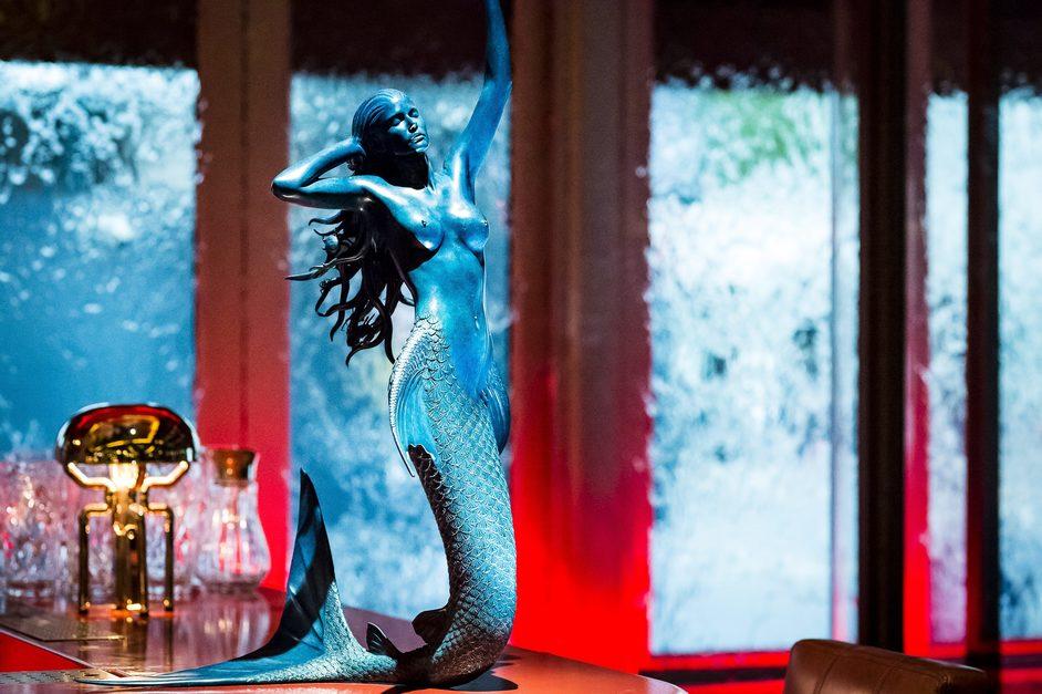 Sexy Fish - Damien Hirst Mermaid at Sexy Fish, photo: Paul Winch-Furness