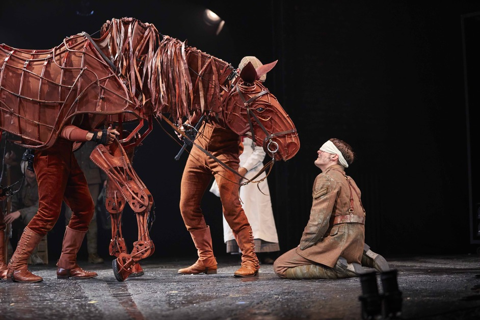 War Horse - Thomas Dennis (Albert) & Joey. National Theatre War Horse Tour 2017-2018. Photo by Brinkhoff and Moegenburg