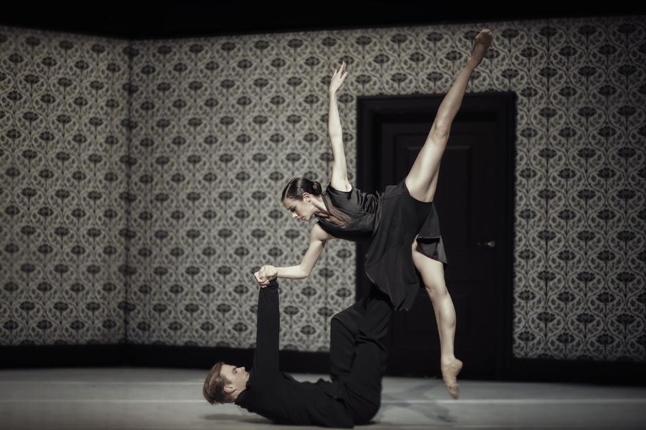Nederlands Dans Theater 1 - Shoot the Moon © Rahi Rezvani
