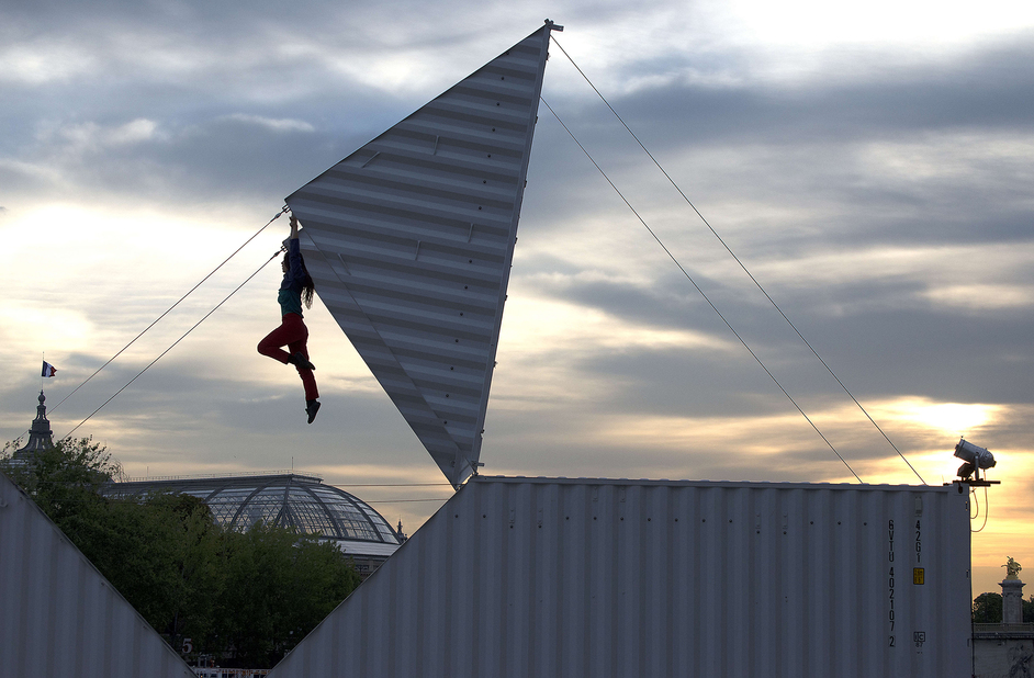 Greenwich and Docklands International Festival - Origami-Company Furinkai - photo by Dominique Jouxtel