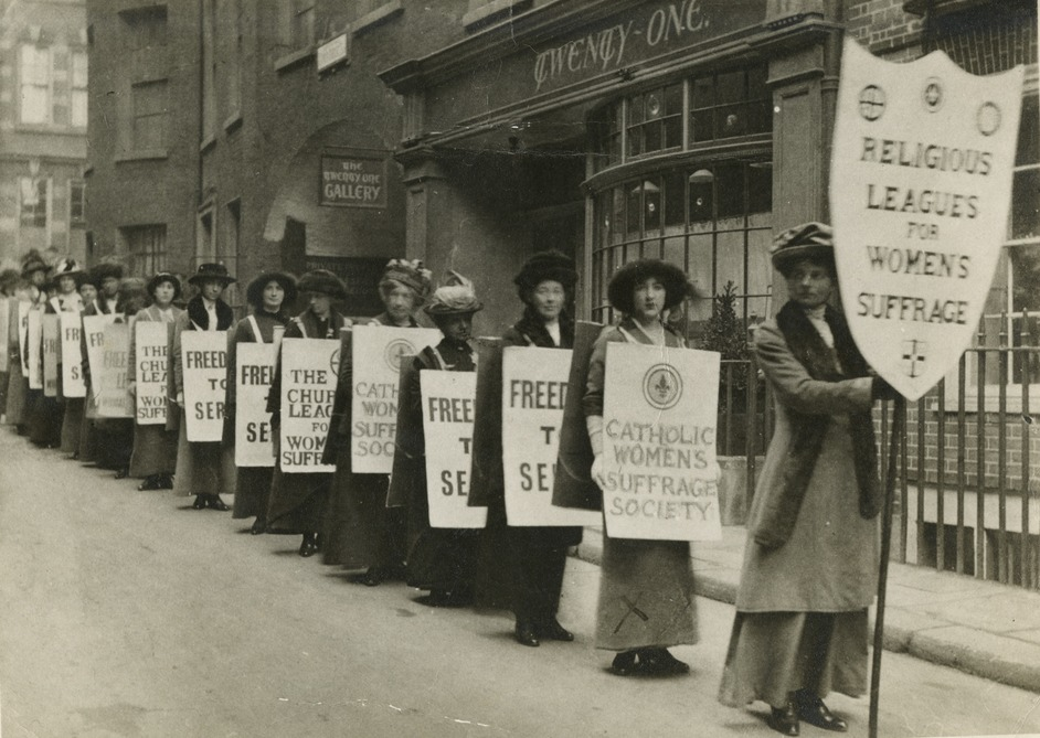 PROCESSIONS - Procession of the religious leagues for women's suffrage, c.1914. Courtesy of LSE Library
