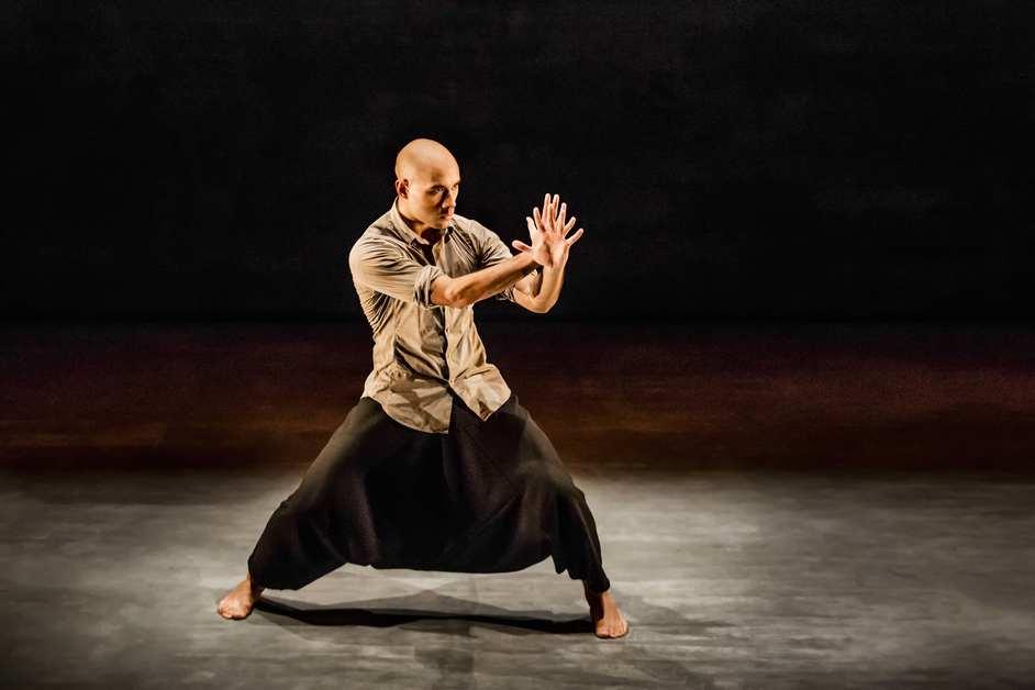 Akram Khan Company: Chotto Desh - Chotto Desh, dancer Dennis Alamanos