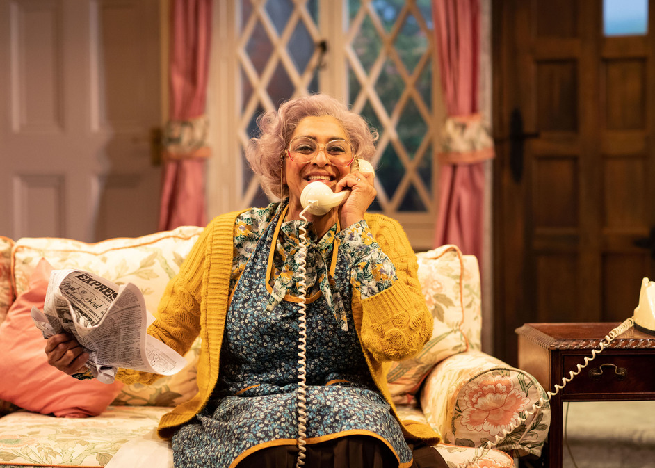Noises Off - Meera Syal in Noises Off, Lyric Hammersmith, photo: Helen Maybanks