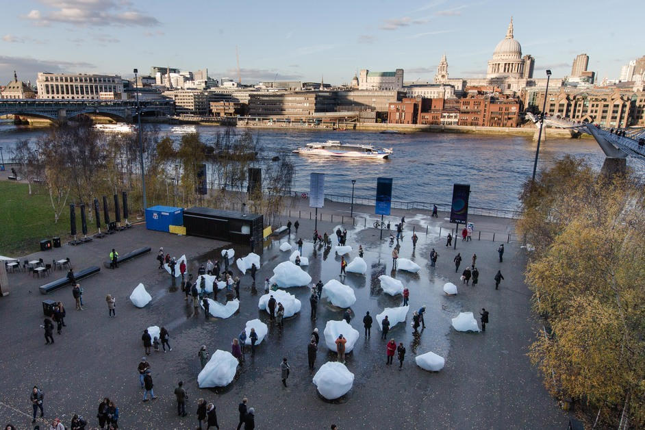 Olafur Eliasson: In Real Life - Olafur Eliasson and Minik Rosing, Ice Watch, installation: Bankside, outside Tate Modern, 2018 Photo: Charlie Forgham Bailey © 2018 Olafur Eliasson and Minik Rosing
