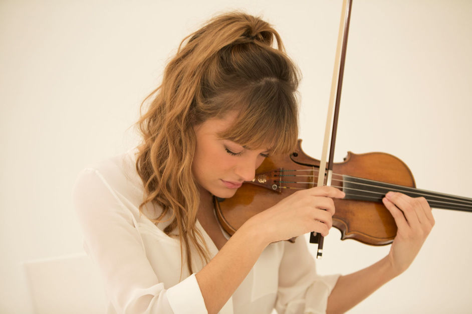 Prom 12: National Youth Orchestra Of Great Britain - Nicola Benedetti, photo: Simon Fowler