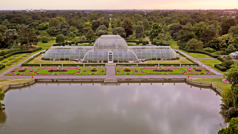Kew Gardens (Royal Botanic Gardens) - Aerial view of the Palm House © Board of Trustees, RBG Kew