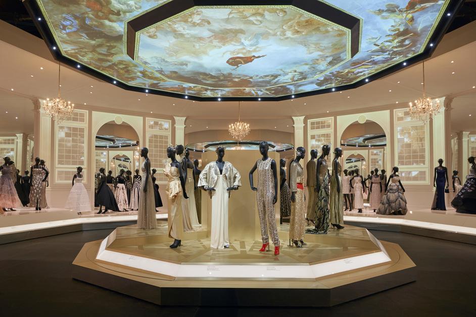 Christian Dior: Designer of Dreams - Christian Dior Designer of Dreams exhibition, V&A, photo © Adrien Dirand
