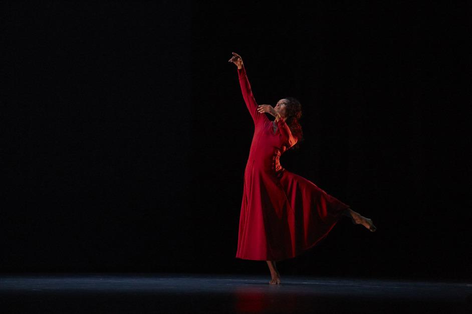 Acosta Danza - Evolution - Acosta Danza, Rooster. Photo: Manuel Vason