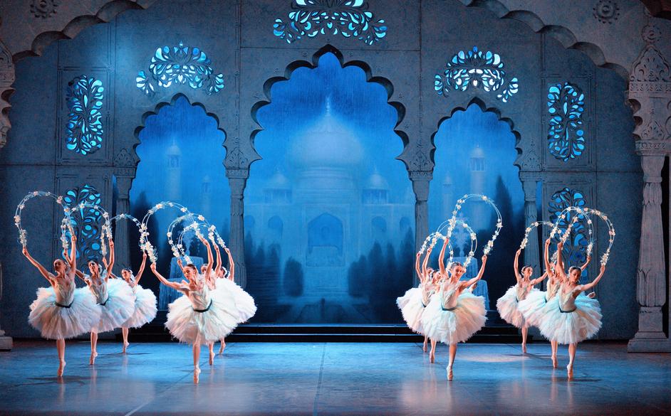 English National Ballet: Le Corsaire - English National Ballet dancers in Le Corsaire © Laurent Liotardo
