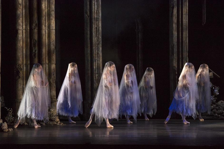 Birmingham Royal Ballet: Giselle - photo: Bill Cooper