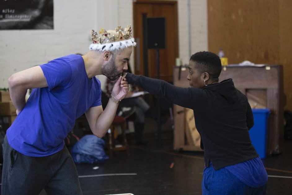 Hamlet - Hamlet cast in rehearsals at National Theatre, photo: Ellie Kurttz
