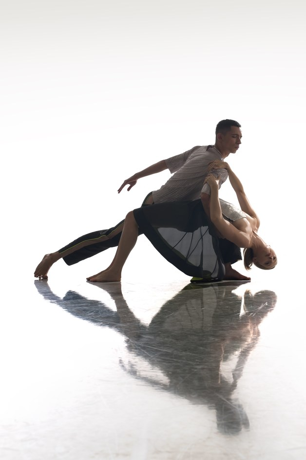 Richard Alston Dance Company: Final Edition - Shine On, photo: Chris Nash Joshua Harriette and Elly Braund