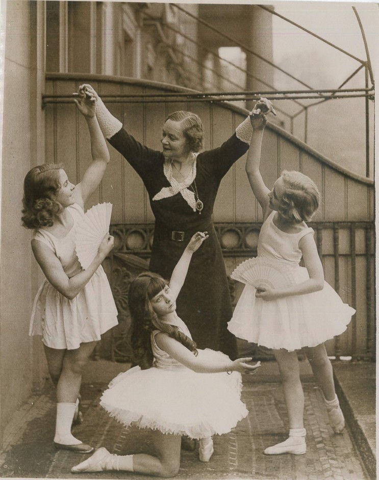 On Point: Royal Academy of Dance at 100 - Publicity photo Genee with scholars: Adeline Genée c. 1932 with young members of the Association of Operatic Dancing, before a Gala Matinée performance at Drury Lane. (Photo press)